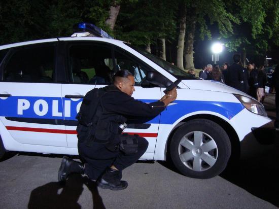 Site de rencontre pour policier - rapport Woman